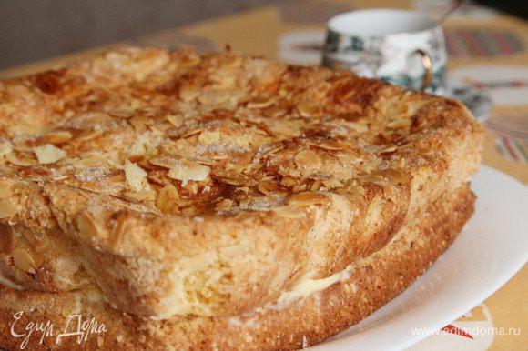 Отправляем пирог пропитываться кремом до утра в холод. Утром отрезаем кусочек пирога, готовим себе любимый утренний напиток и наслаждаемся!