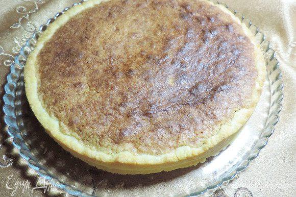 Выпекаем наш торт в разогретой до 180 градусов духовке 20-30 минут. Ориентируйтесь на свою духовку. Начинка должна зарумяниться сверху.