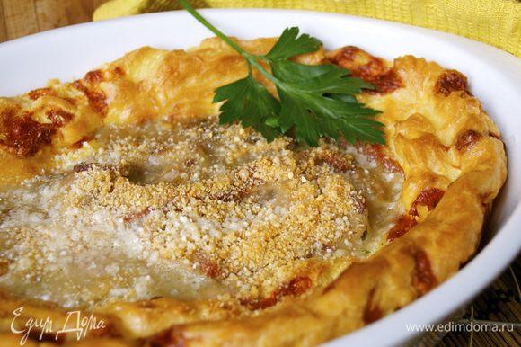 Подавать пирог в теплом виде! ))) С начинкой можно варьировать... Вместо ветчины можно использовать овощи, мясо цыпленка, морепродукты...