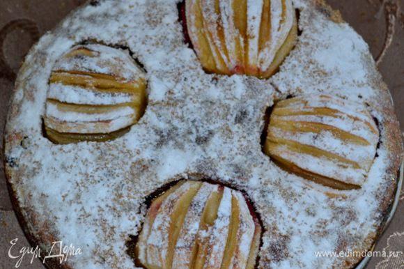Если яблоки у вас кислые, то можно посыпать еще сахарной пудрой. Приятного утреннего чаепития!