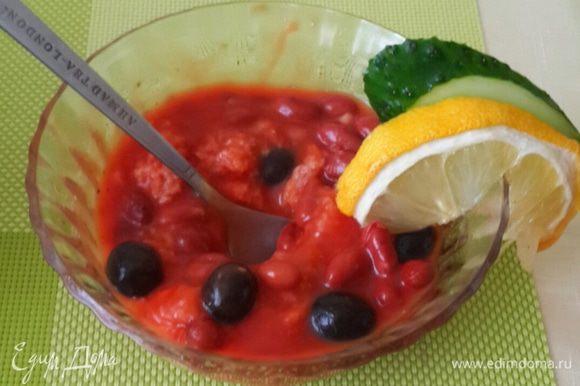 Или вот так по-домашнему подать. перед пробой выжить сок лимона из дольки. Вот так один суп может поднять настроение и в праздник и в будни.