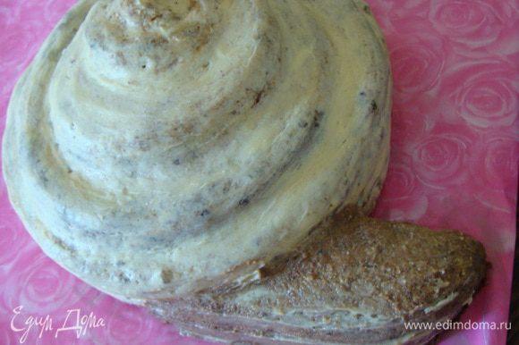 Хвост сделать из крошки от остатков шоколадного и медового бисквитов.
