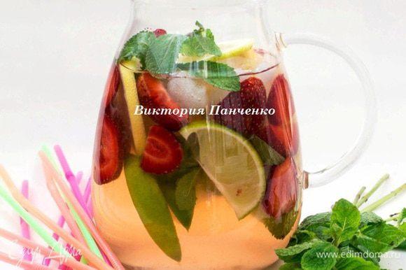 А это освежающий цитрусово-клубнично-мятный лимонад для тех, кому жарко)))))))))