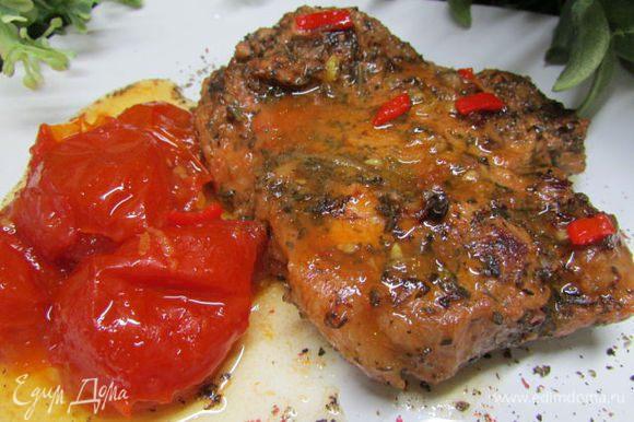 Подавать можно с овощами, зеленью и различными соусами для мяса. Сегодня я подавала свинину с джемом из помидоров черри с лимоном и перчиком чили по рецепту Вики (Победа) http://www.edimdoma.ru/retsepty/65247-dzhem-iz-pomidorov-cherri-s-limonom-i-perchikom-chili Приятного аппетита!