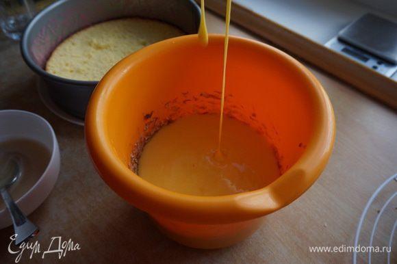 Очищенные бананы измельчила, добавила сливочное масло размягченное и остывшую заварную массу, немного взбила.