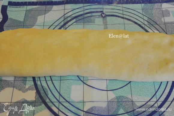 Затем с другого до середины. Таким образом, чтобы получился узкий прямоугольник с начинкой внутри.