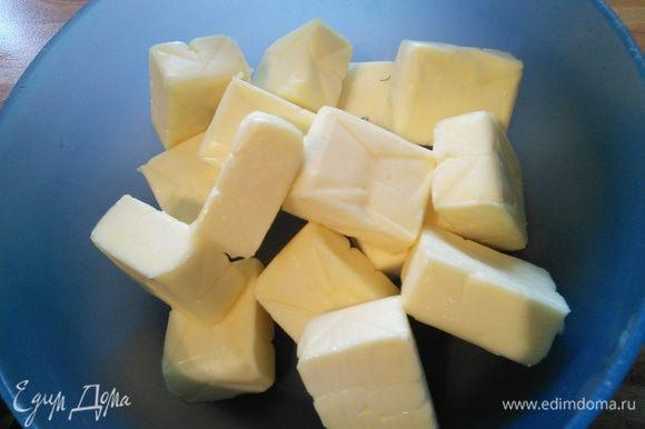 Масло должно быть комнатной температуры. У меня масло подсоленное, поэтому я не солила дополнительно, а вы по желанию.