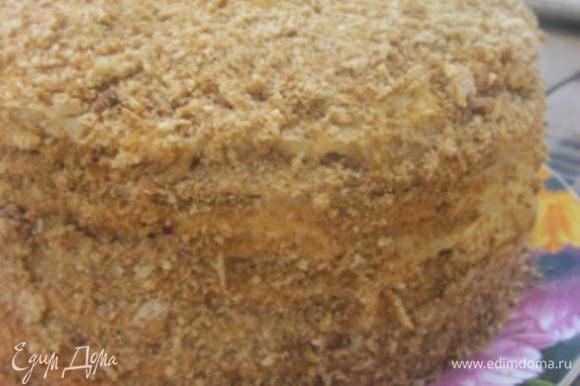 Из обрезков сделать крошку и посыпать бока и верх торта.
