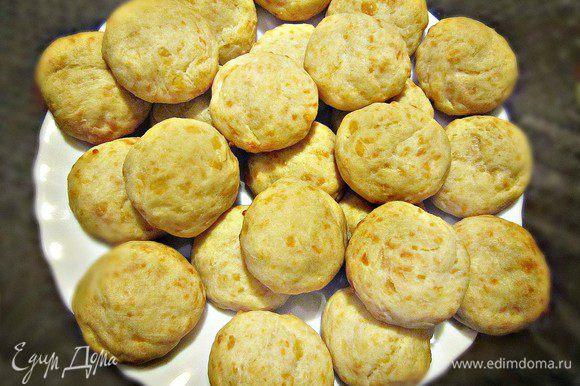 Подаются булочки теплыми! (а это фото булочек - из обычной муки с добавлением картофельного крахмала).