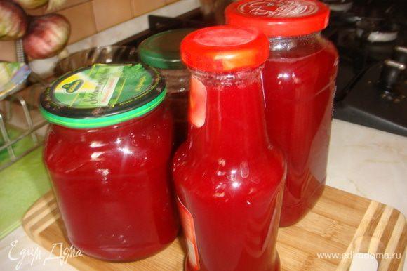 Между делом готовила сироп из малины на зиму).