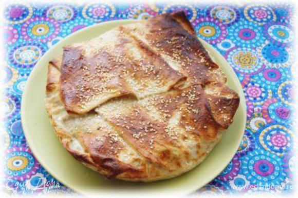 По желанию присыпать пирог кунжутом! Отправить в духовку на 20 минут при 180 гр. Подавать немедленно!