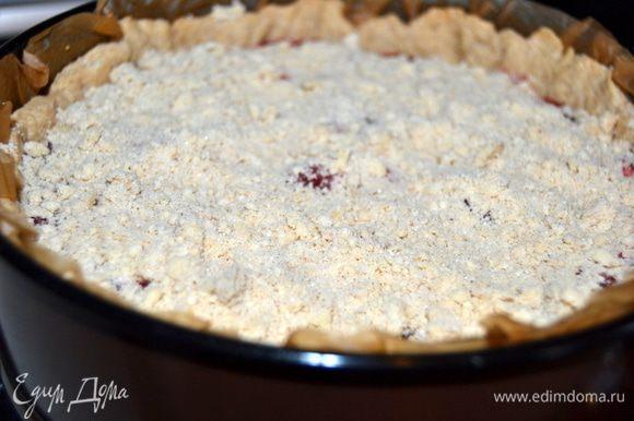 Если используете миндальные лепестки, то посыпайте ими пирог за 5 мин до окончания выпечки.