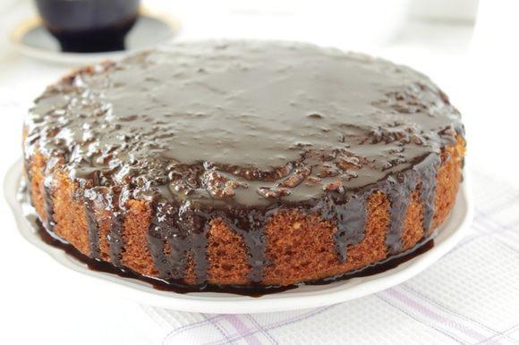 Полить пирог..