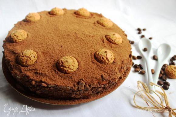 Верх посыпать какао-порошком через сито и украсить печеньем. Можно дегустировать немедленно, а можно выдержать в холодильнике, как в моем случае.