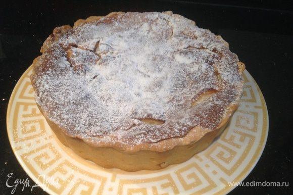 По желанию пирог можно посыпать сахарной пудрой.