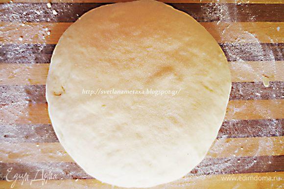 Накрываем тесто салфеткой, оставляем на 30 минут. Тесто увеличится в объеме