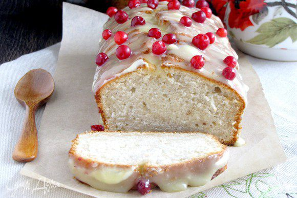 Пирог можно нарезать, брать с собой в школу или на полдник. Приятного аппетита!