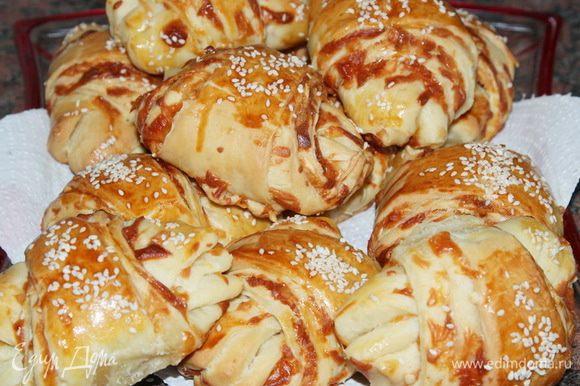 А еще хорошо с кофеечком пошли сырные круассаны от Аллы ~Un Dina~ http://www.edimdoma.ru/retsepty/69523-syrnye-kruassany. Это какое-то сырное эстетическое наслаждение! Рекомендую приготовить всем, кто еще не успел этого сделать. Аллочка, еще раз прими мои благодарности за этот рецепт!