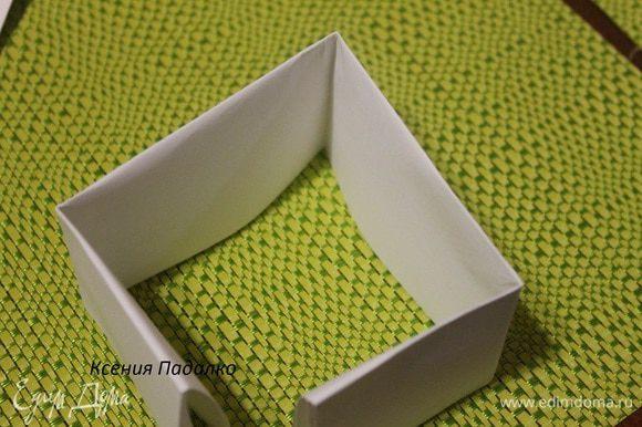 Конструкция для стоячих лап. Нужно 6 листов формата А4 и степлер. С широкой стороны складываем лист пополам, а потом еще раз пополам. Получается полоска.