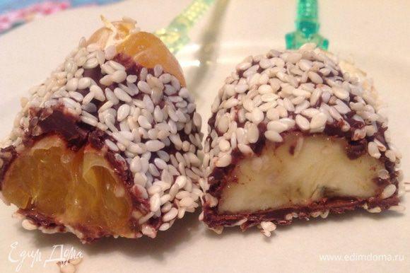 Застывают фрукты очень быстро и вкуснятина готова! Всем советую!... Ну очень обалденная штука эти фрукты в шоколаде Приятного аппетита :-)