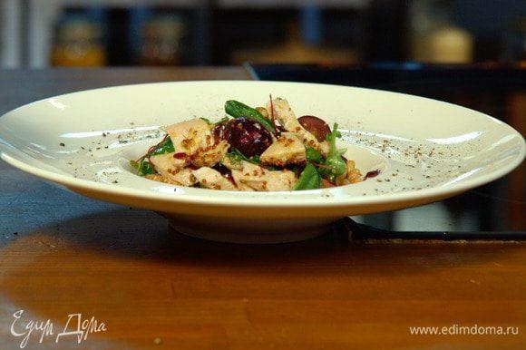 Понятно, что богатые маслами грецкие орехи не делают этот салат низкокалорийным. Но от них можно не отказываться, ведь если принять препарат Орсотен Слим, приблизительно четверть жира просто не задержится в организме.
