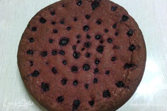 Выпекать в разогретой до 180С духовке до готовности, минут 45-70 (время зависит от вашей духовки). Мой пирог запекался час.
