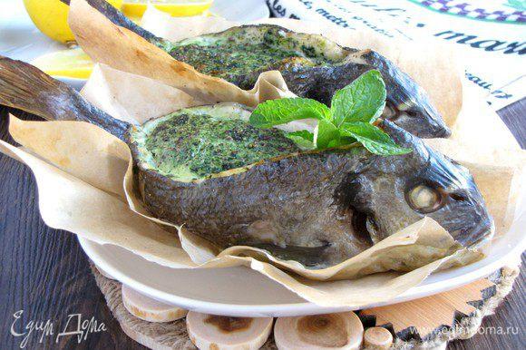 Готовую рыбку немного сбрызнуть лимонным соком и сразу же подавать. Приятного аппетита!
