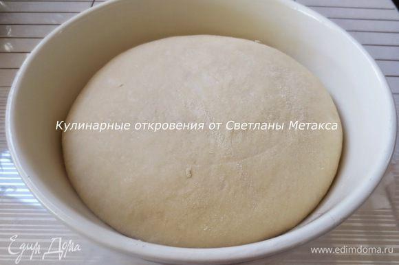 Тесто накрыть и оставить в теплом месте как минимум на 1 час. Тесто должно увеличиться в объеме