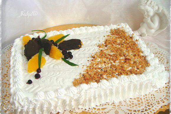 Украшаем торт и ставим в холодильник до прихода гостей! Хорошего праздника!