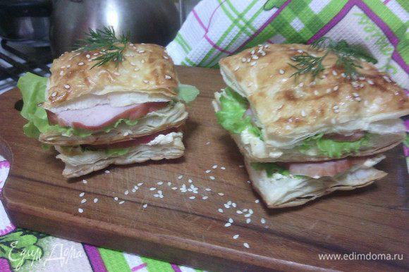 """Соединить две части с ветчиной, сверху накрыть третьей половинкой... Бутерброд """"а-ля Мильфей"""" готов!!! :) Приятного аппетита!"""