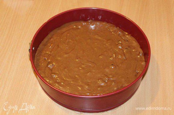 Выпекайте пирог в духовке при 180-200 С в течение 40-45 минут, проверяйте готовность спичкой.
