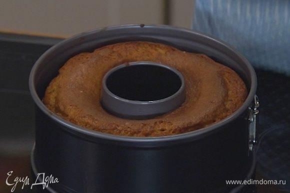 Отправить кекс в разогретую духовку на 20 минут.