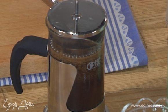 Сварить чашку крепкого кофе.
