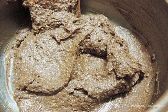 Добавляем наше арахисовое пралине и перемешиваем. Как же вкусно получилось!