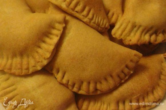 Такие пирожки очень вкусно подать, например вот к этому борщу http://www.edimdoma.ru/retsepty/65904-postnyy-borsch-s-opyatрami. Приятного аппетита!
