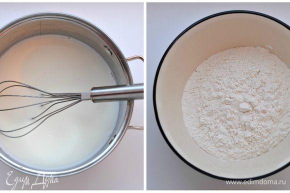 Печем шоколадные блины: Соединить яйца (2 шт.), сахар (2 ст.л.), соль (0,5 ч.л.), соду (0,5 ч.л.)погашенную в 1 ч.л. лимонного сока, воду (200 мл) и 200 мл молока. Взбить венчиком до однородности. Всыпать частями 1,5 ст. просеянной муки, каждый раз взбивая , чтобы не было комочков