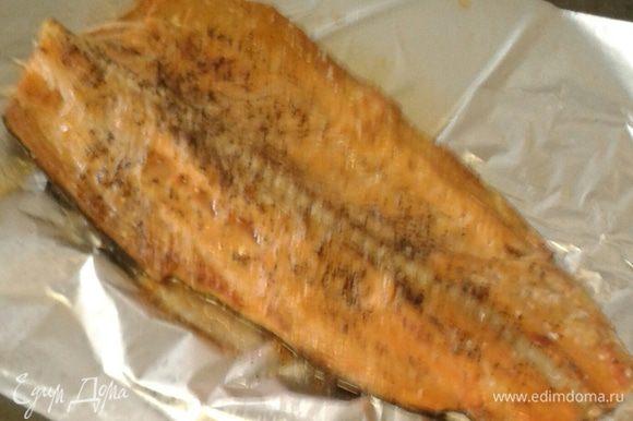 Далее поставим рыбу в духовку под гриль при 200 градусах около 10-15 минут.