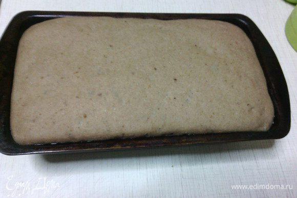 Духовку разогреть до 230С. Перед выпечкой можно сделать надрезы. Выпекать хлеб первые 10 минут с паром (я обычно распыляю из пульверизатора 5-6 раз и сразу ставлю хлеб), затем снизить температуру до 180С и довести хлеб до готовности. Общее время выпекания 35-45 минут (в зависимости от вашей духовки).