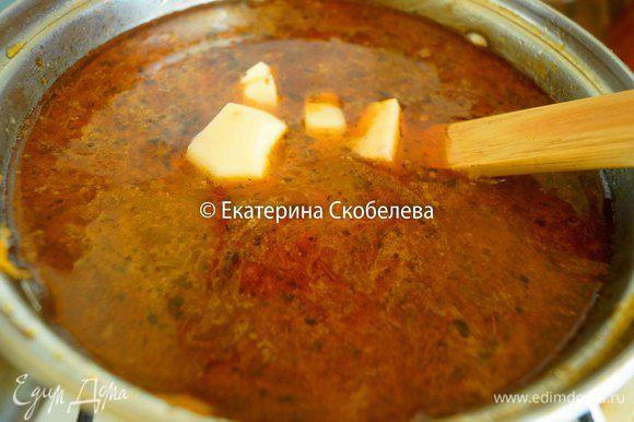 Добавить в суп-гуляш. Варить до мягкости картофеля, то есть еще 20-30 минут. Подавать к столу горячим. Приятного аппетита!