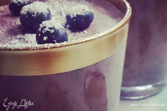 Разложить самбуку в стаканы. Поставить в холодильник пока не застынет. Украсить свежими ягодами, пудрой, взбитыми сливками или что больше подходит Вашему вкусу!