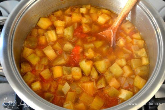 """Проварить все еще буквально 3-5 минут. Посолить и поперчить по вкусу, но должна сказать, что """"остринка"""" очень идет этому супу!"""