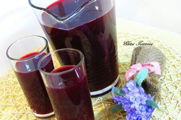 Через 7 дней квас будет готов. Когда буде выпит стаканчик-другой - снова долейте емкость водой доверху. Свекольный квас можно пить до тех пор, пока он не утратит цвет и вкус. Приятного аппетита!