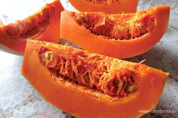 Тыкву очистить и натереть на крупной терке или на терке для корейской моркови.
