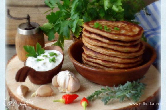 Готовые оладьи подать с соусом «тартар».