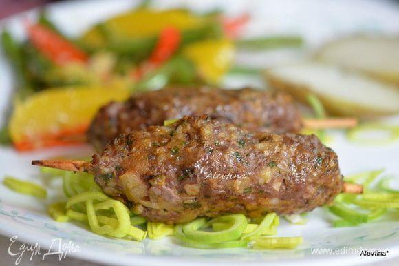 Подаем на зелени по желанию с гарниром из овощей. Приятного аппетита.