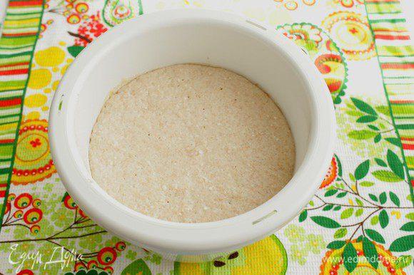 За время брожения тесто должно увеличиться вдвое.