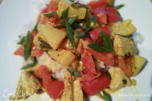 Украсьте свежей кинзой и зелёным луком. Подавайте с рисом. Приятного аппетита!