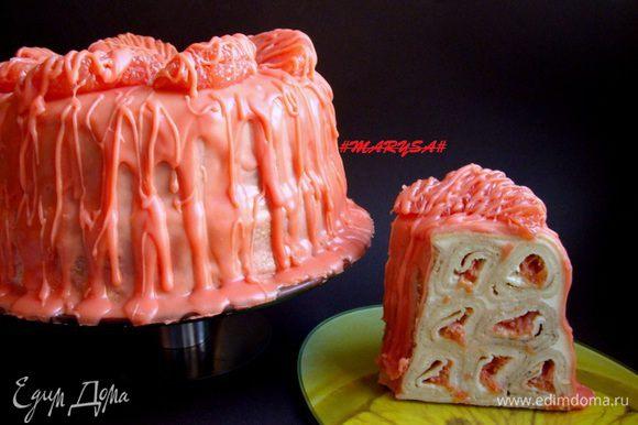 Готовый торт поставить в холодильник буквально на несколько минут и можно подавать! Нарезать его очень просто даже на кусочки по 5 мм толщиной!