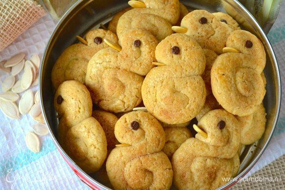 Готовое печенье остудите на решетке.