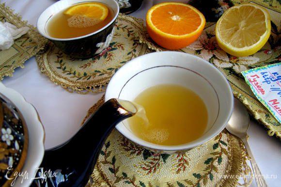 Разлить по пиалам.В каждую положить тонкий ломтик апельсина и подавать к столу.